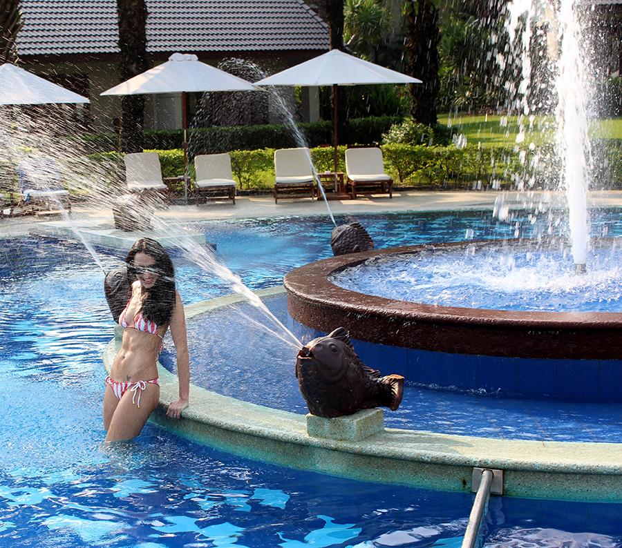 Palm Garden Beach Resort Hoi An Vietnam Clutch Carry On