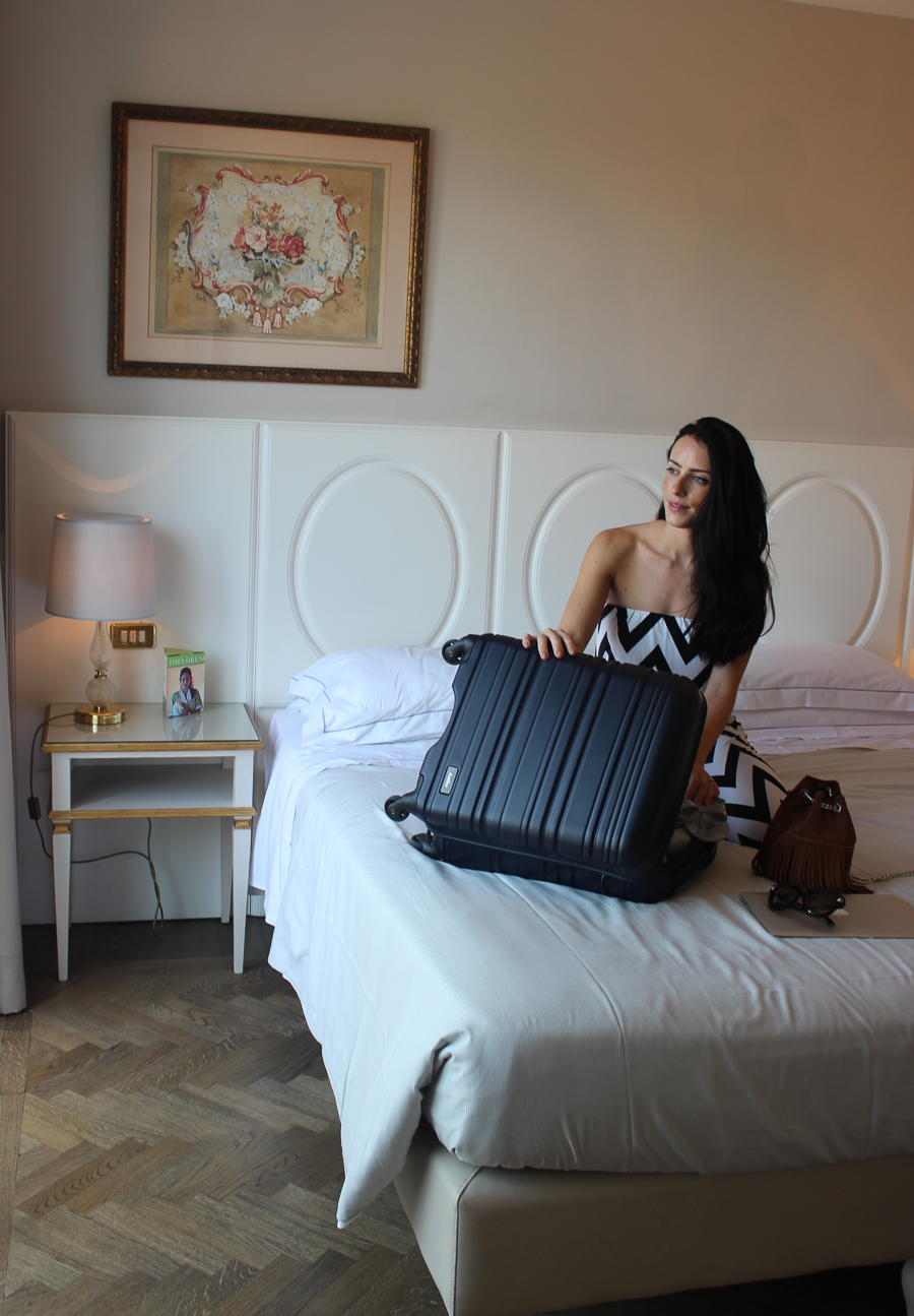 Travel Blog Florence - Clutch and carry on - sabrina chakici - fashion blogger - hotel luchessi