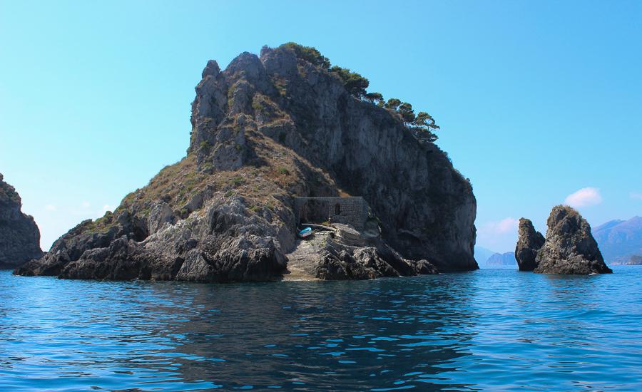 Sabrina Chakici - Clutch and Carry on - UK Fashion blogger & UK Travel Blogger - Capri Travel Blog - Capri Palace Hotel_-177