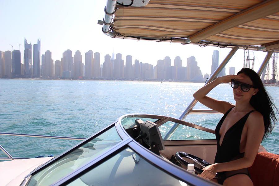 clutch and carry on - uk travel blogger - dubai travel blog - dubai yacht tour - sabrina chakici-22