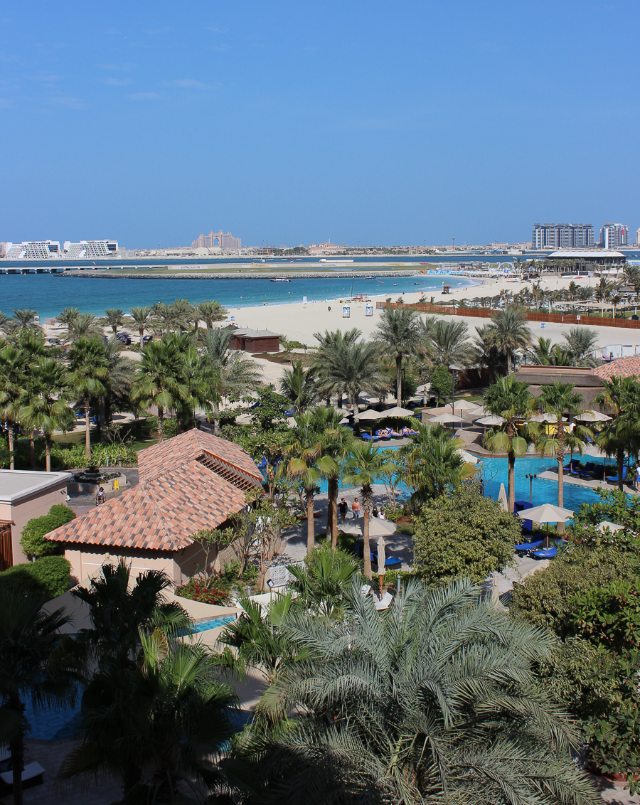 clutch and carry on - uk travel blogger - dubai travel blog - dubai yacht tour - sabrina chakici-3