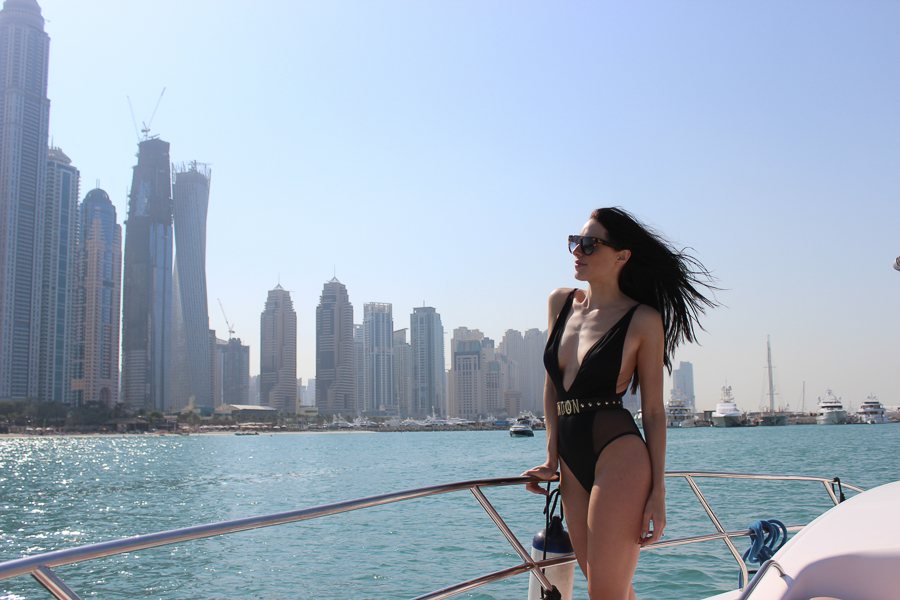 clutch and carry on - uk travel blogger - dubai travel blog - dubai yacht tour - sabrina chakici-50