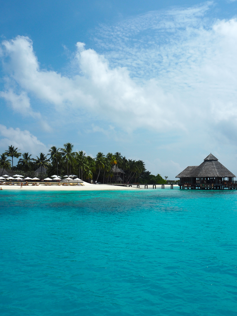 The conrad maldives rangali island clutch carry on for Conrad rangali maldivas