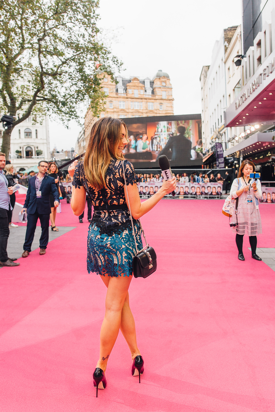 Sabrina Chakici E! UK Ireland - Bridget Jones Baby world premiere - clutch and carry on blog - E! Host UK & Ireland_-18